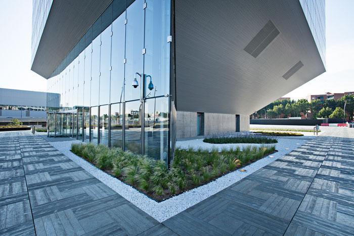 Icono de edificios de oficinas de energ a casi nula a gran - Isolana barcelona ...